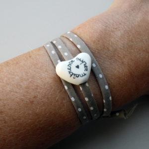 e5d2c06864e2 Bracelet pour la maîtresse d école ou l atsem petit cœur mat – cadeau  maîtresse