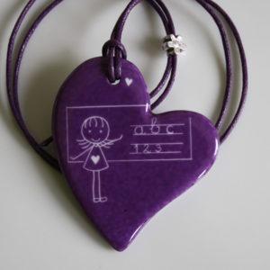 5c3649099fb4 Pendentif pour la maîtresse d école cœur « original » – cadeau maîtresse  fin d année