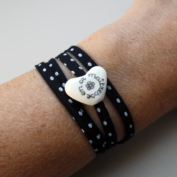 bracelet pour la ma tresse d cole ou l atsem petit c ur mat cadeau ma tresse claudia. Black Bedroom Furniture Sets. Home Design Ideas