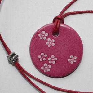 pendentif medaillon collier rose petites fleurs claudia ladriere